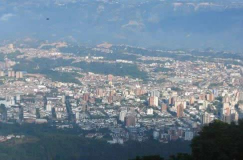 Rent a car in Bucaramanga and visit this beautiful green city